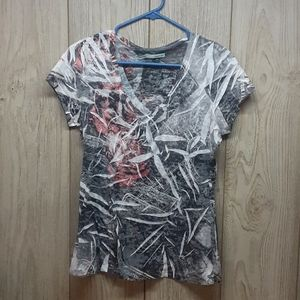 MAURICES Black, Gray, White and Red Pattern Tshirt